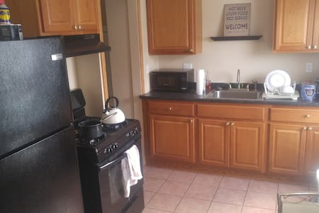 Cozy loft in very convenient Metro-Detroit spot! - Detroit - House