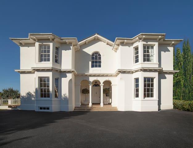 The Georgian Manor