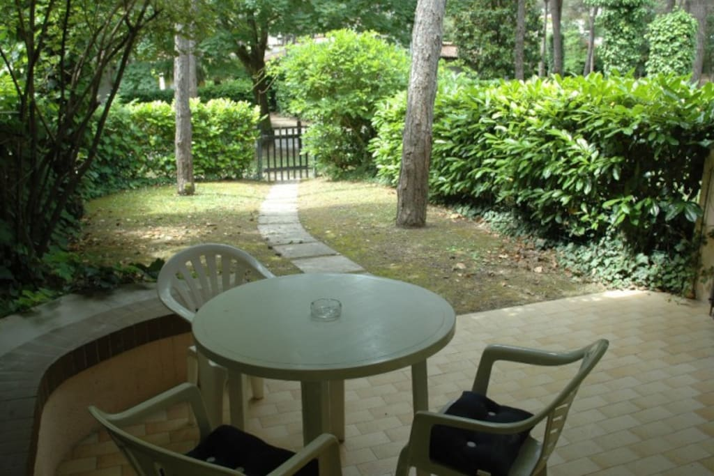 patio attrezzato giardino | furnished patio garden
