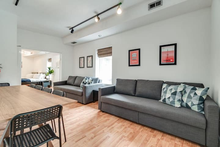 Toronto Travelers Loft in Entertainment District!
