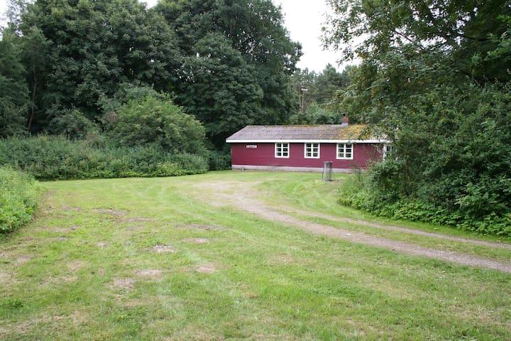 Skovløberhus i  naturskønne omgivelser.