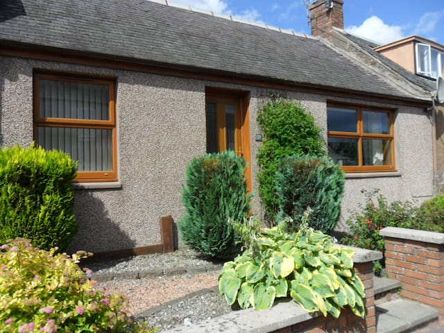 Charming Cottage, scenic stroll from Gleneagles