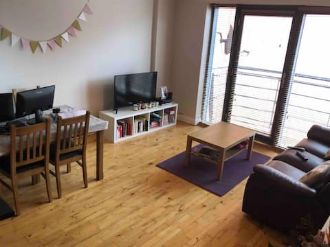 Modern, cosy apt close to city hall& train station