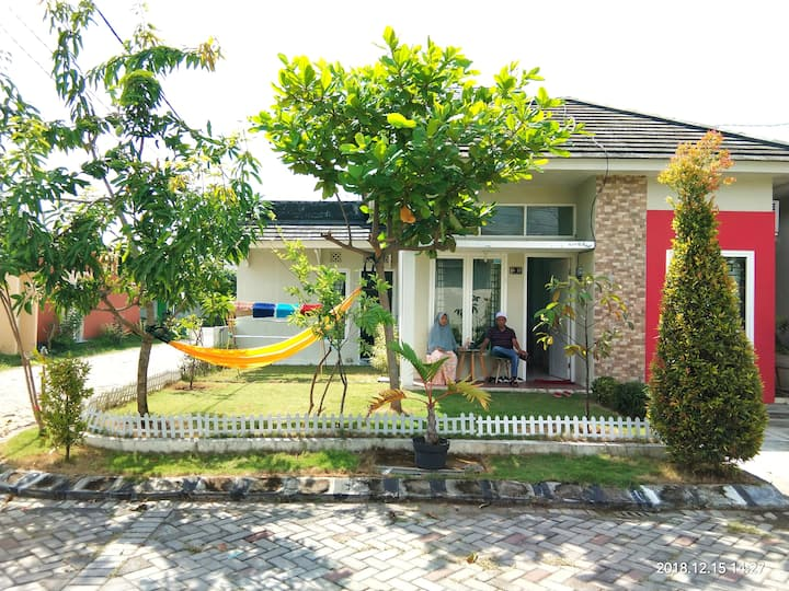 Cozyhome in a peaceful neighborhood