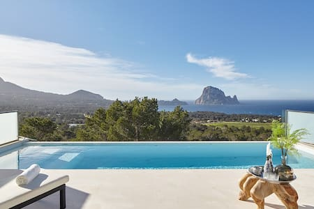 10-14 persons linked villa in quiet nature reserve - Ibiza - Hus