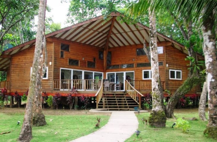 Bocas del Toro Oceanfront Rental - Carenero Island - Haus