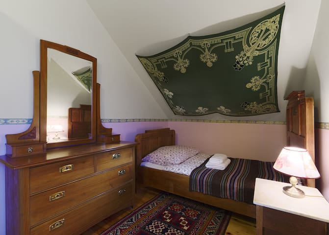 Second bedroom - single bed I