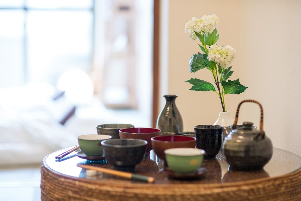 Bring back some sake and Japanese snack and enjoy them at home!