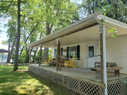 Rivers Edge Cottage on the bank of the Ohio River