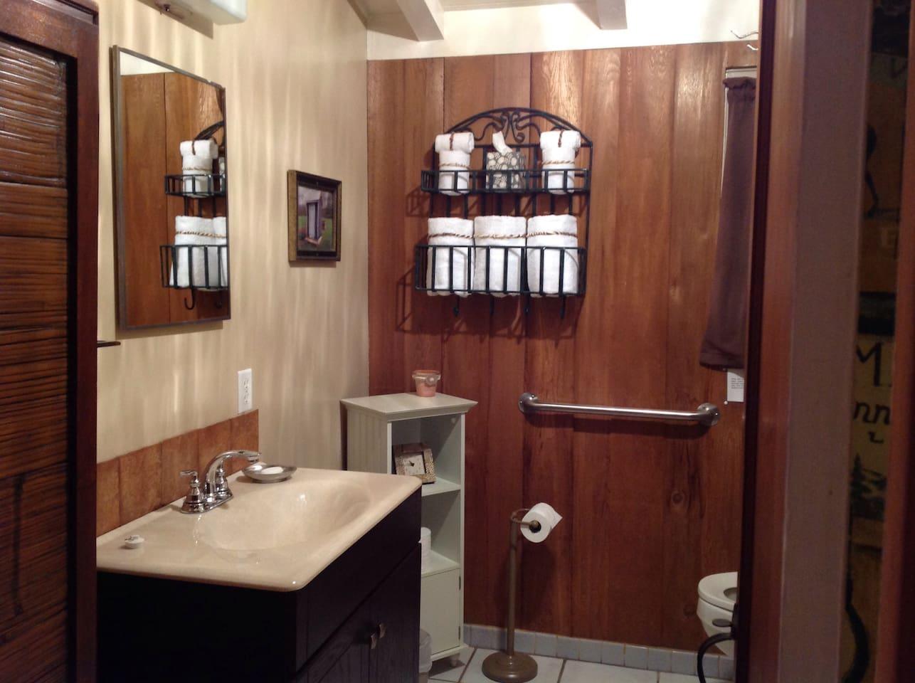Bathroom/ all Linens Provided