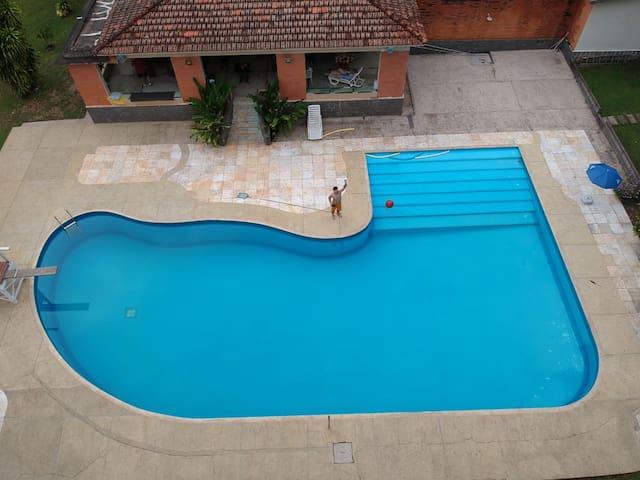 Chácara com linda piscina e próxima ao Thermas.