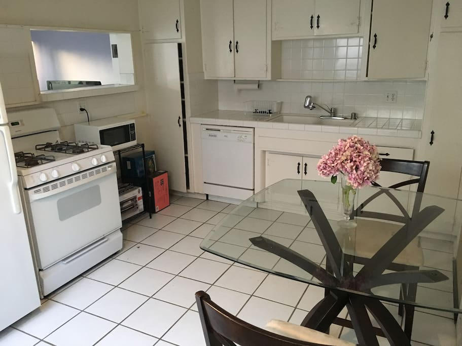 The kitchen is all yours! It is fully equipped with dishes, cutlery, and complimentary coffee.