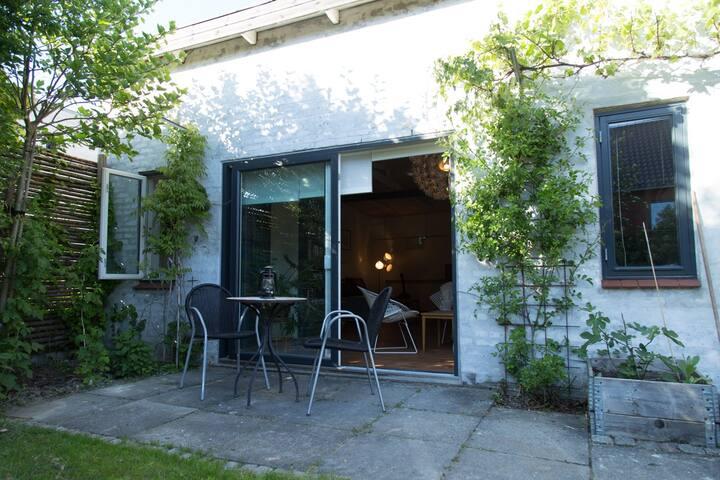 Studio lejlighed med have i Aarhus
