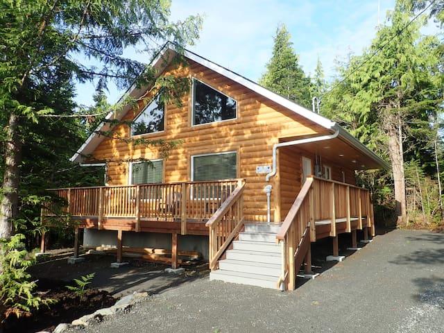 Wild Wolf Alaska Cabin - Gorgeous Property