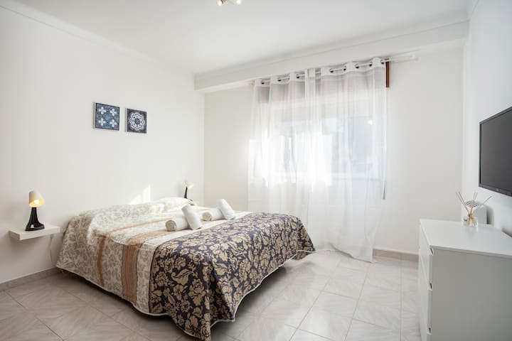 Silvya room! Comfort stay in Faro/Gambelas