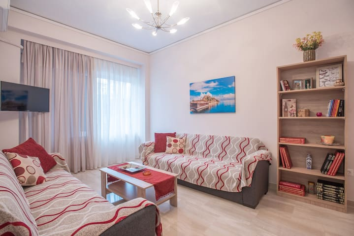 Cozy apartment in Athens close to bus, metro,train