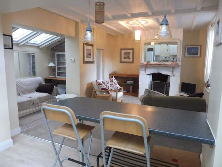 BEACHHUT COTTAGE, EXMOUTH