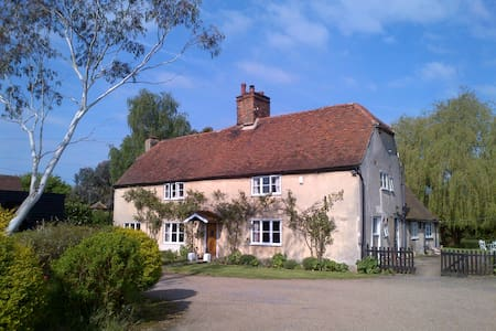 16th c Farmhouse, St Albans/Hatfield, Herts. - Saint Albans - House