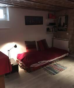 Chambre, au calme a 15 mns de Paris la defense - Maisons-Laffitte - Дом