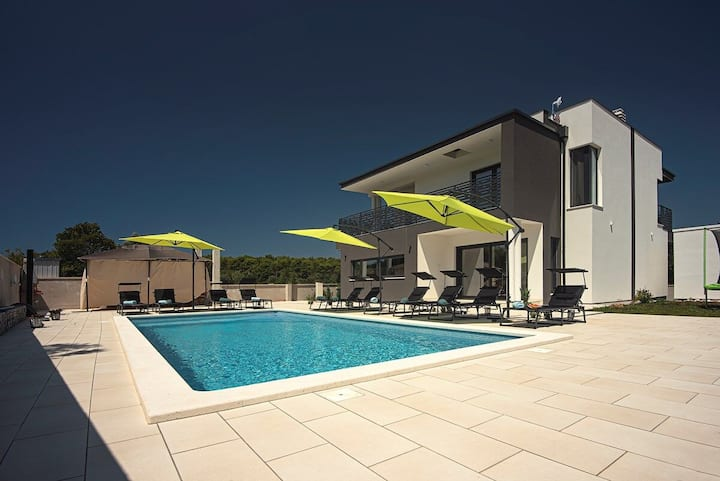 House Villa Edis (74184-K1)