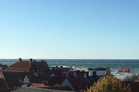 Sea view & central room in old town penthouse - Visby