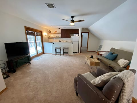 Spacious  Upper Deck In-law Suite in West Chester