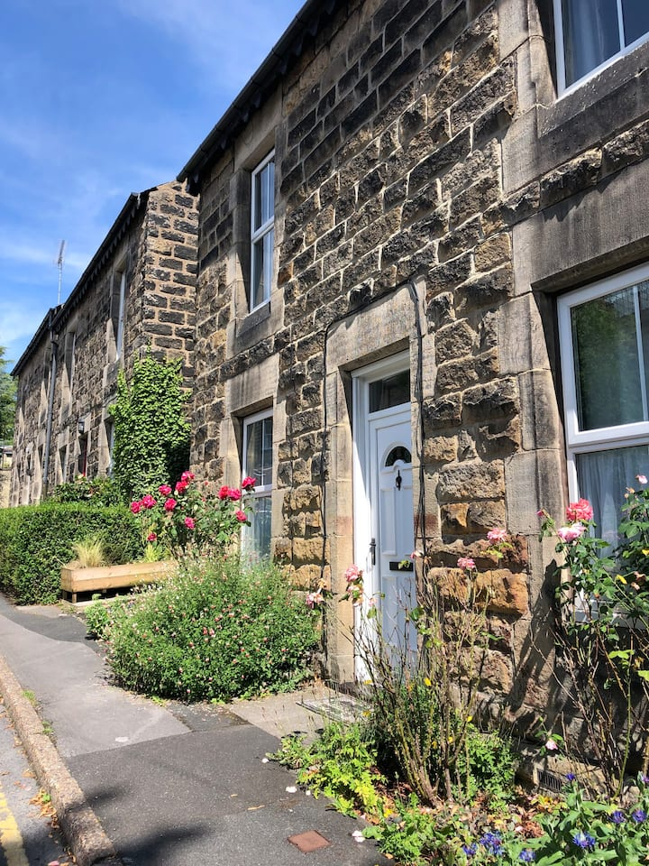 Strawberry Cottage, Town Centre, Free Parking