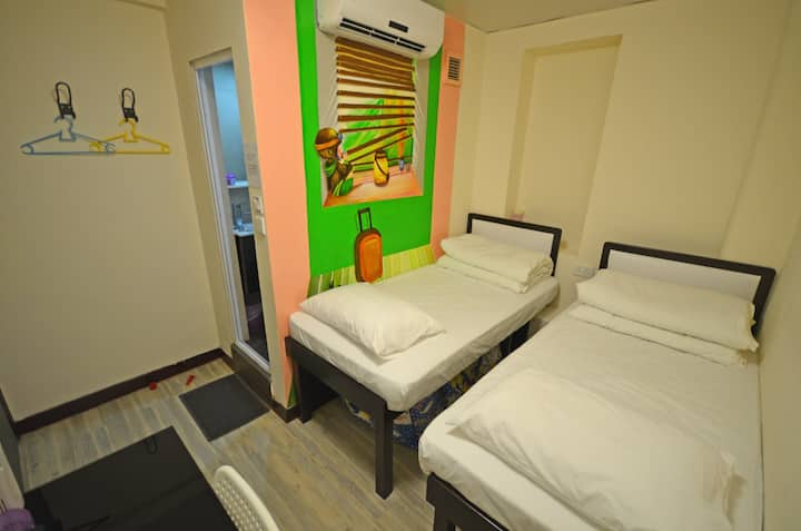 Alohas hostel Twin Room-1min to Jordan MTR Station
