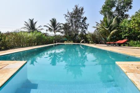 Bulbulwadi : 2 bhk Pool villa opposite beach creek