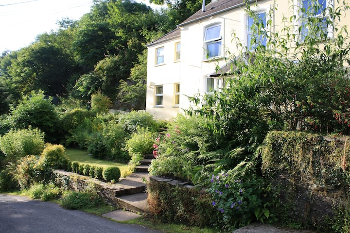 Cosy Cottage overlooking the Teifi Gorge