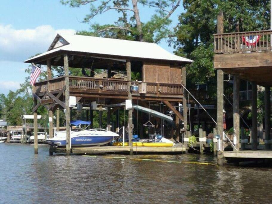 Boat house with two Boatlifts