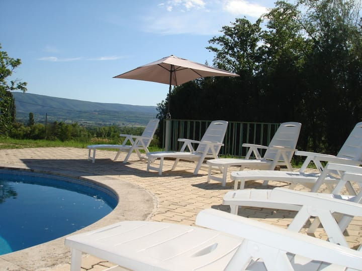 House in the countryside in the luberon with beautiful view and private swimming-pool