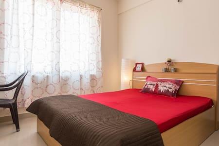 Peaceful space in a Spanish type apartment - Bengaluru - Huoneisto