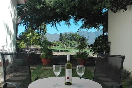 Olive and Vine Farm Cottage, 10min walk from town! - Franschhoek