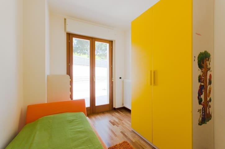 Уютная комната с холлом и балконом - Pescara - House