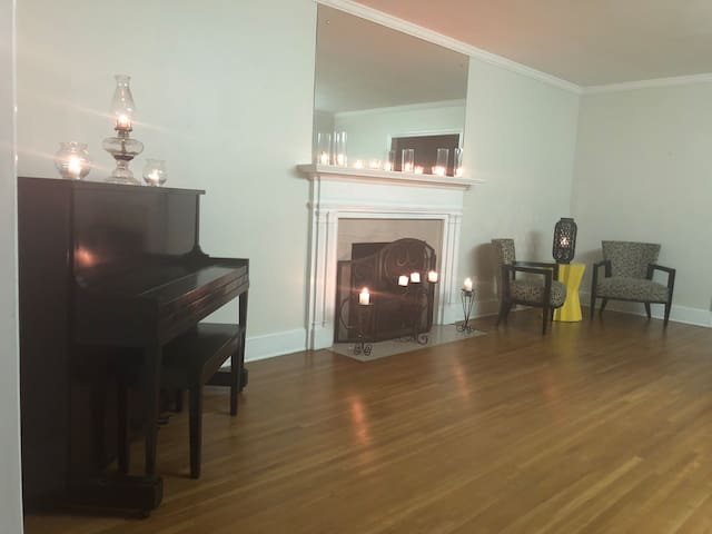 THE GREENHOUSE STUDIOS just minutes from UPTOWN