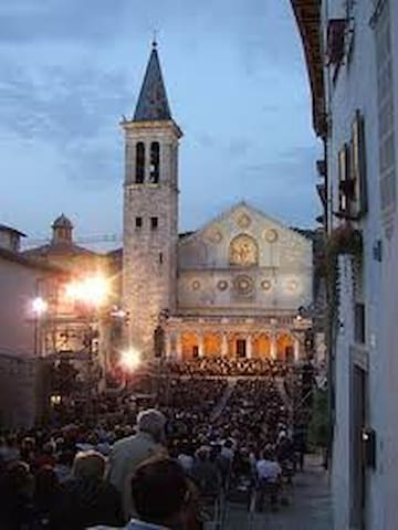 Spoleto's Dom - 25' drive - Festival of the 2 Worlds