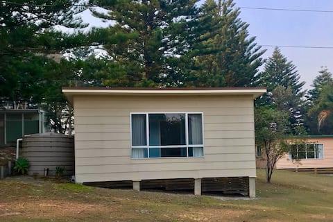 Kioloa Beach Holiday Cabins (Cabin 4)