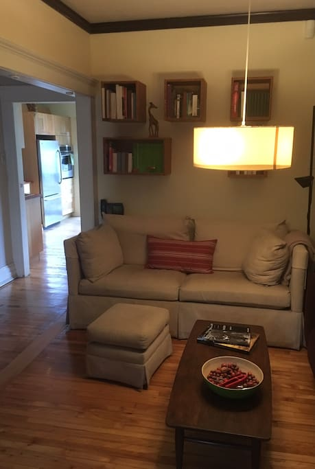 Pleasant moments in montreal townhouses for rent in for Sofa lit laval