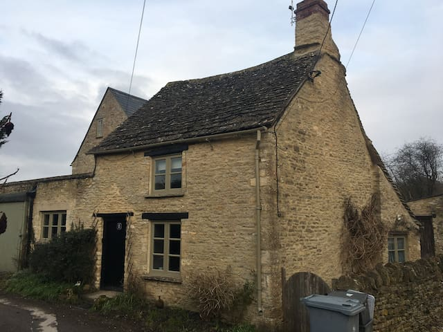 Cosy Cotswolds Cottage - Fulbrook - บ้าน