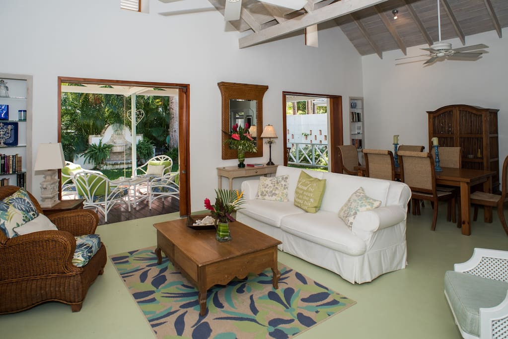 Villa Des Anges Cottage large indoor and outdoor living space