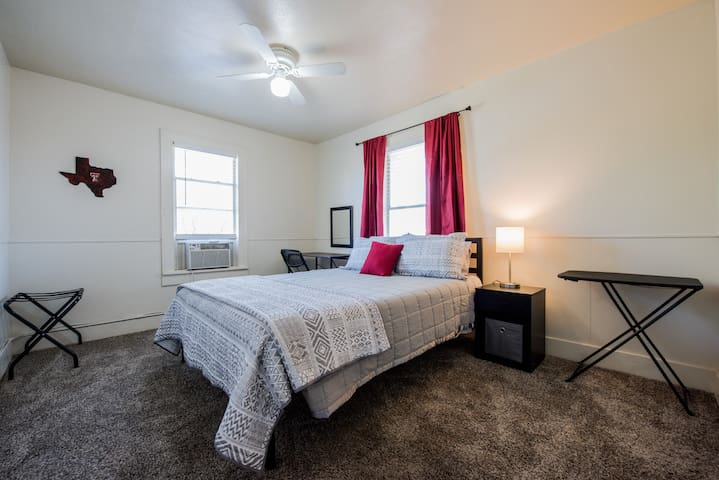 ◈Comfy Flat on Main◈ 1BR/1BA ◈ One Block To Tech ◈