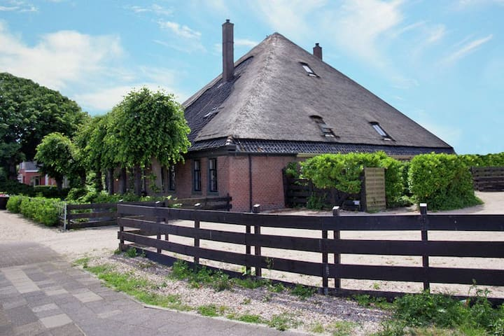 Well-kept centrally located holiday home with sauna in a traditional farmhouse in Egmond aan Zee