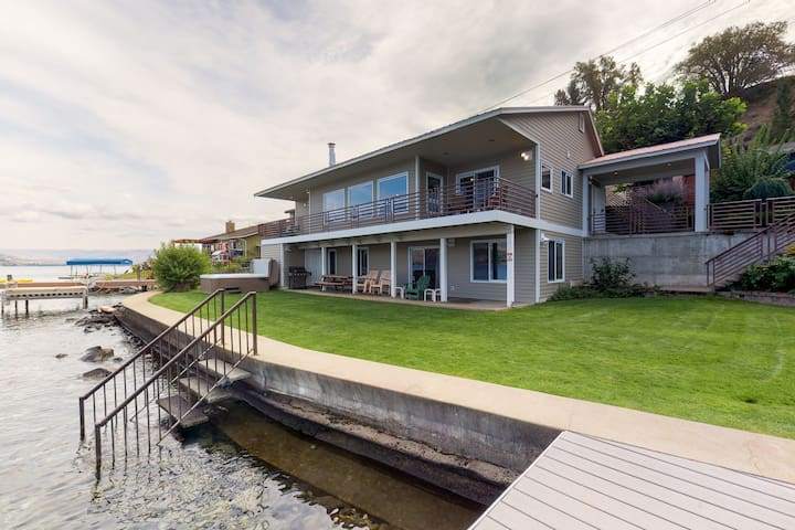 Gorgeous home w/ 92ft of private waterfront, swim deck, valuted ceilings & more!