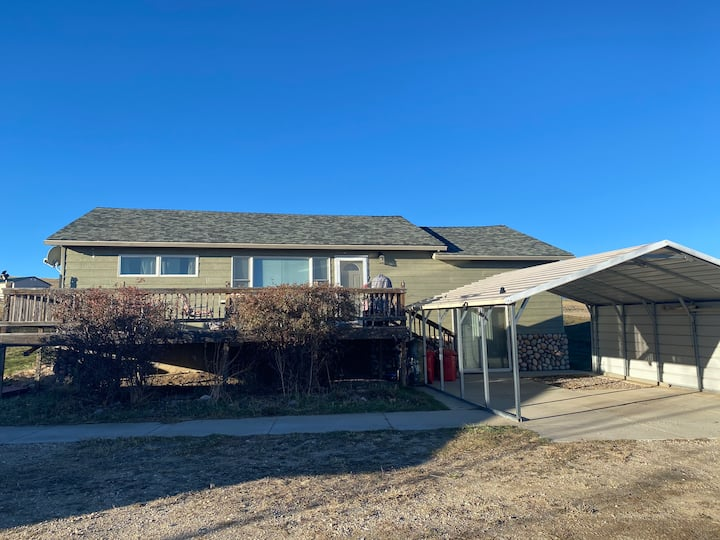 4 Bdrm Lake View Home at the Base of the Bighorns