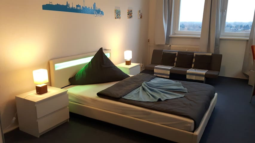 Stylish & Charming room in north-east berlin - Berlino - Bed & Breakfast