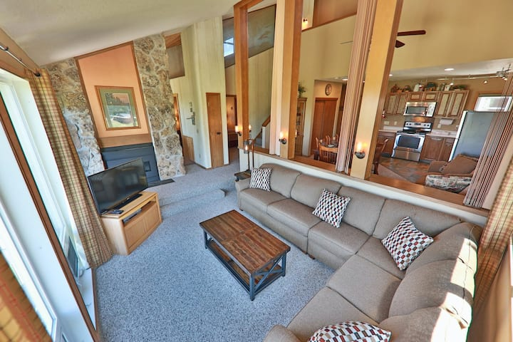 Well-Equipped Condo + Loft w/Private Hot Tub, Free WiFi, Deck, Shared Pool