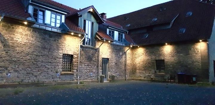 Modern Wohnen im historischen Kuhstall ( App. 1)