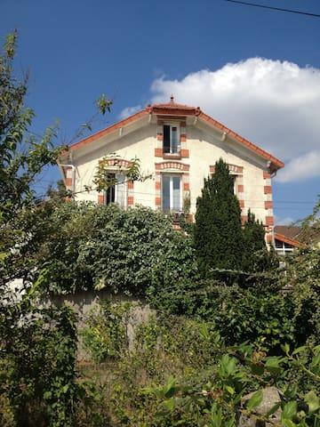 Chambre dans maison ancienne des années 1930 - Conflans-Sainte-Honorine - Rumah