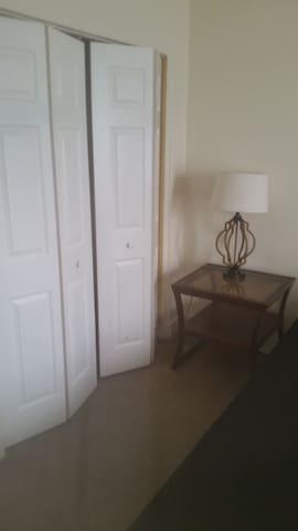 bright clean room near downtown Allentown - Allentown - Departamento